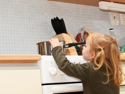 Danger cuisine enfant ISTOCKPHOTO Art-de-vivre
