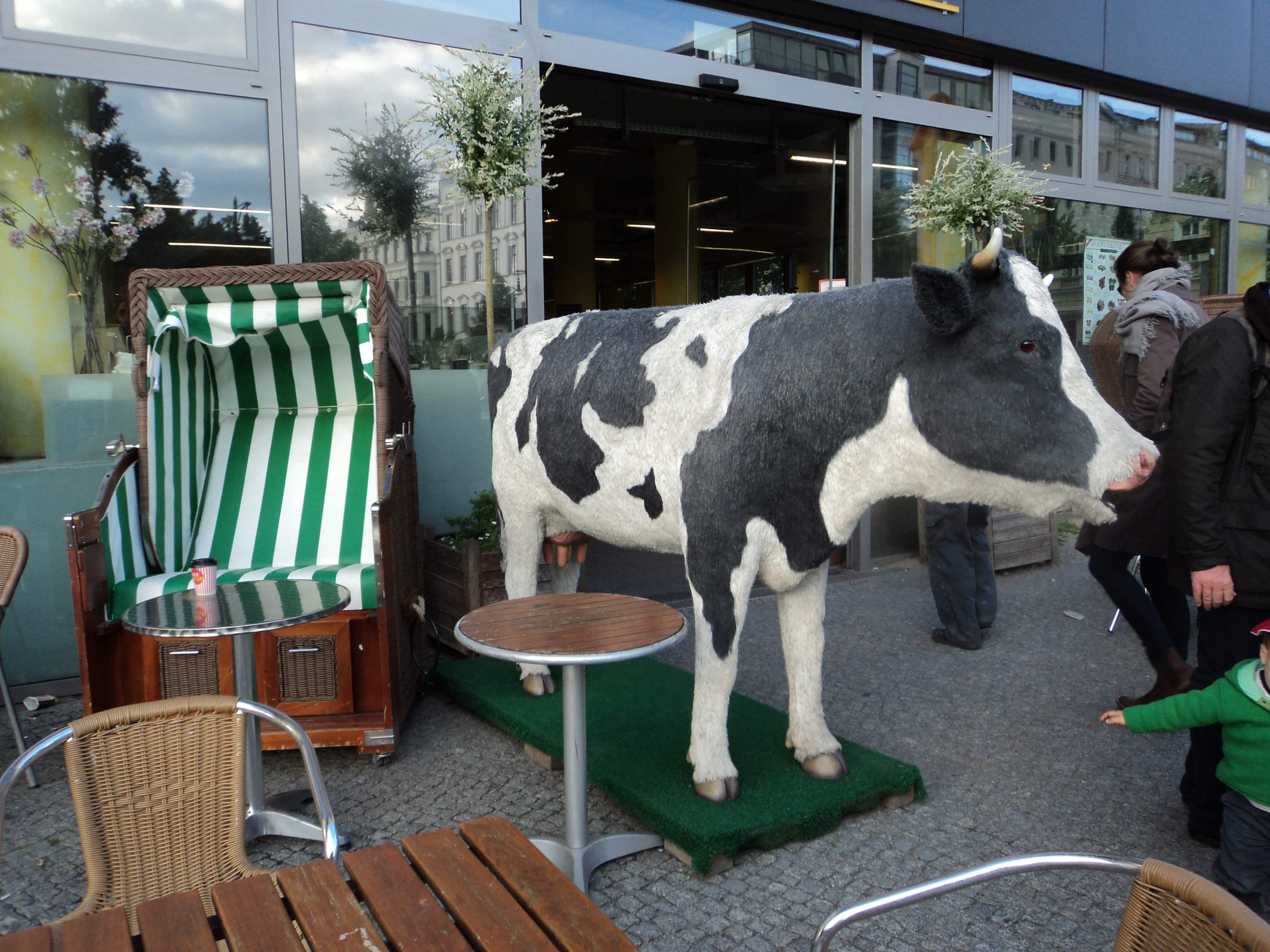 Devant une épicerie bio à Berlin, Casarazzi