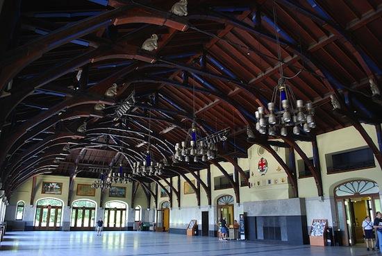 Intérieur du Chalet du Mont-Royal. Wikipedia